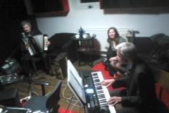 w_krakowskim_studio_muzycznym_sesja_nagraniowa_ludowo