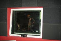 w_krakowskim_studio_muzycznym_sesja_nagraniowa_wokal